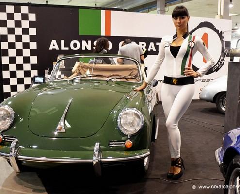 fiera Auto e Moto d'Epoca di Padova con modella dello stand Corato Alonso su Porsche 356