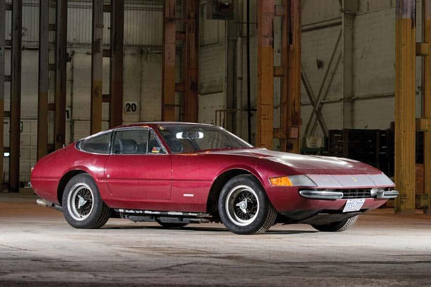 Il condominio trova Ferrari 365 GTB/4 Daytona: ferma da 25 anni