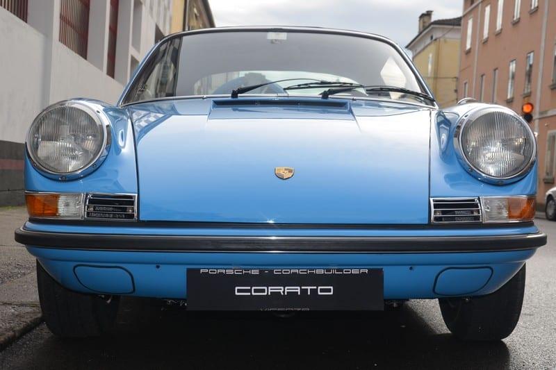 1970 Porsche 911 2.2 S targa pastel blue