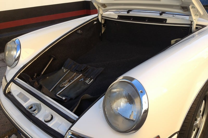 1968-porsche-911-2-0-t-targa-light-ivory-corato-alonso-authentic-porsche-restoration