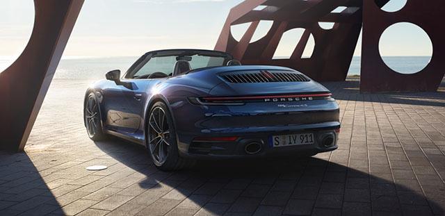 Potenza e aria tra i capelli: ecco la nuova 911 Cabriolet