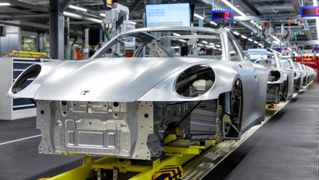 La nuova Porsche 992 super leggera: lega di alluminio per ridurre il peso del telaio