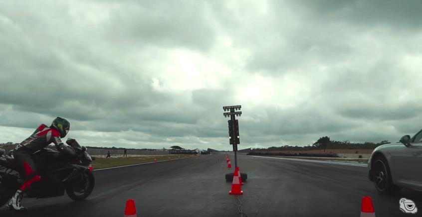[VIDEO] Sfida di accelerazione tra Porsche 911 Turbo S e Suzuki GSX. Chi vincerà?